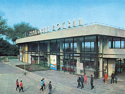 zdanie-rechnogo-vokzala-port-1980
